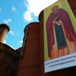 Защитники Бадаевского завода повесили на корпус здания икону