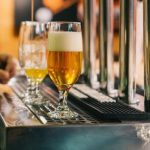 Хотя бары открылись, британские малые пивоварни остаются в кризисе